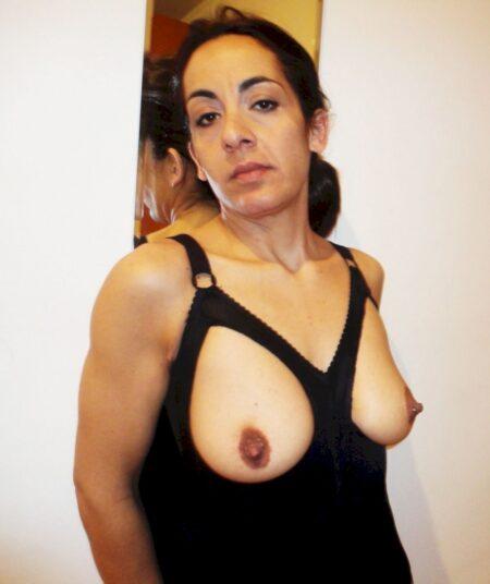 Femme infidèle sexy pour du dial et plus