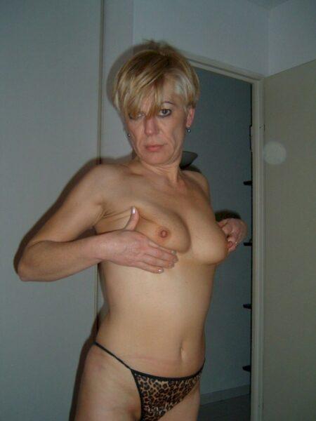 Femme infidèle sexy que pour des libertins sur Épinal