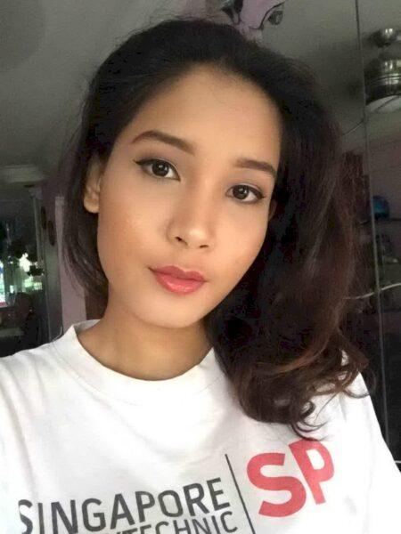 Femme libertine asiatique docile pour libertin dominateur
